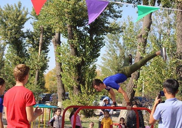 В Бишкеке открылась специализированная воркаут-площадка
