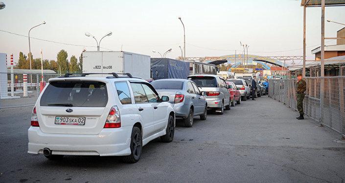 Ситуация на контрольно-пропускном пункте Акжол автодорожный на границе КР и РК