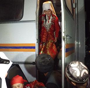 Ала-Тоо бизге кол жеткис эле... Көңүлү шат памирлик кыргыздардын Нарындагы видеосу
