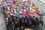 Участники карнавального шествия в Москве в рамках XIX Всемирного фестиваля молодежи и студенчества.