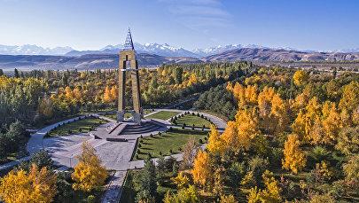 Бишкектеги Даир Асанов атындагы парк. Архивдик сүрөт