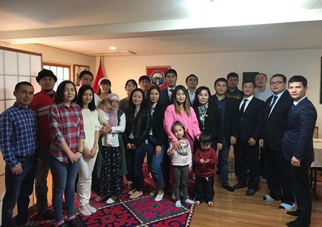 Избирательный участок на президентски выборы Кыргызстана в Японии
