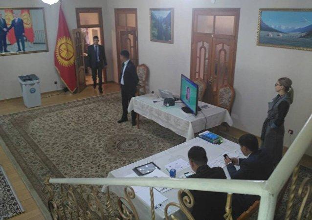 Ход выборов президента Кыргызстана в Таджикистане