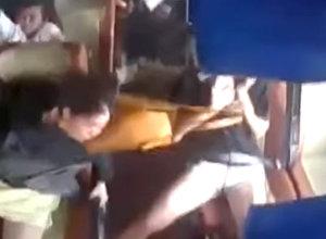 Пассажиры автобуса вылетали из кресел — на видео попал момент ДТП в Китае