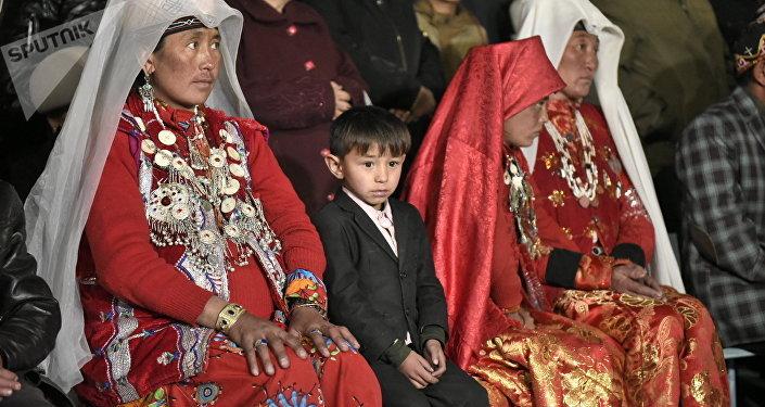 Кыргызстанга алып келинген памирлик кыргыздар. Архивдик сүрөт