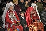 Памирские кыргызы на церемонии приветствия в городе Нарын. Архивное фото