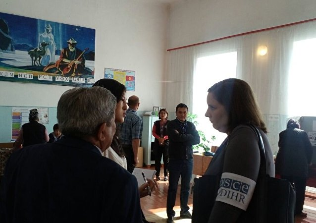 Наблюдатели ШОС и СНГ в избирательном участке Балыкчи