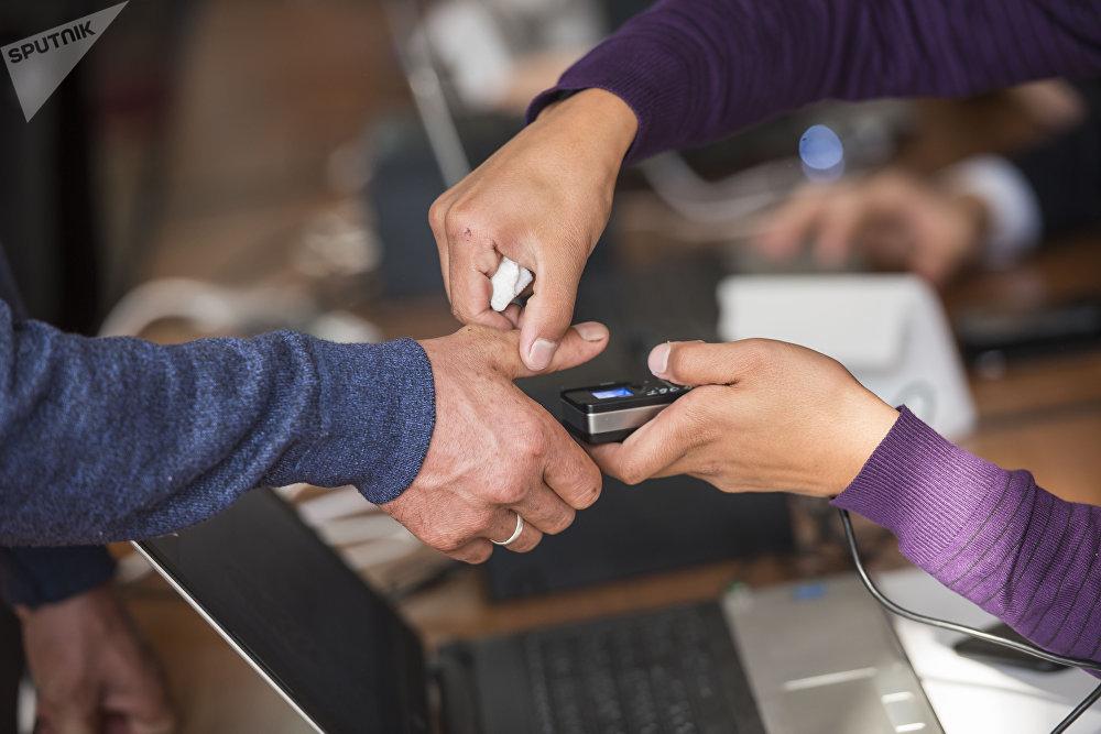 Кыргызстанцы, не сдавшие биометрические данные, не имели права принимать участие в голосовании