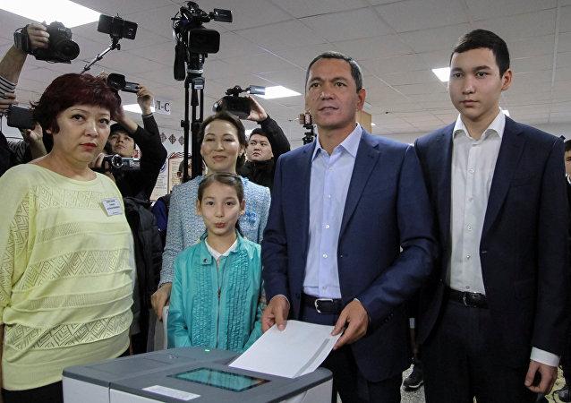 Архивное фото кандидата в президенты Омурбека Бабанова