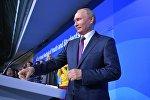 Президент РФ Владимир Путин выступает на торжественной церемонии открытия XIX Всемирного фестиваля молодежи и студентов в Ледовом дворце Большой.