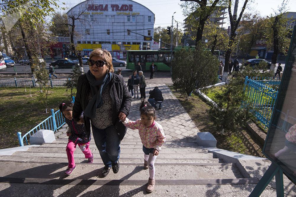 Пятнадцатого октября в 8.00 в Кыргызстане начались выборы президента