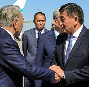 Премьер-министр КР Сооронбай Жээнбеков и президента Казахстана Нурсултан Назарбаев. Архивное фото