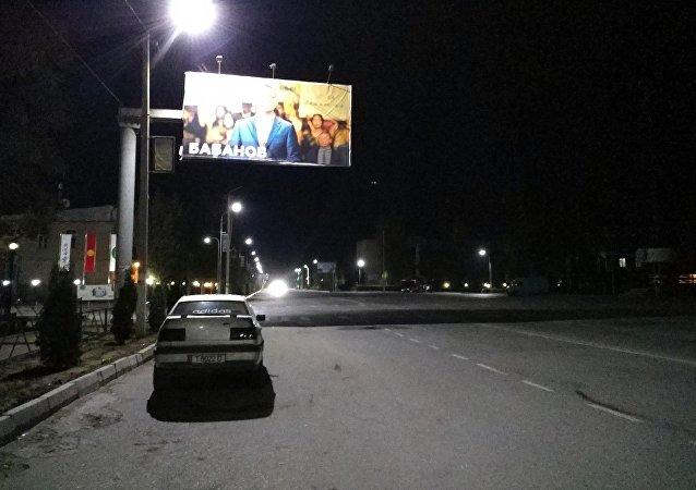Вид на ночную улицу в Таласе