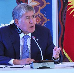 Атамбаев: Батыш кош стандартын башка жакта колдонсун!