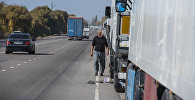 Фуры на очереди на КПП Ак-Тилек на кыргызско-казахской границе