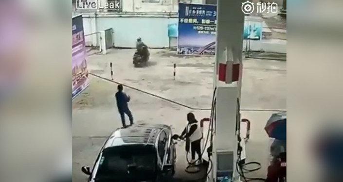 Мгновенная карма — вор поплатился за кражу через 8 секунд