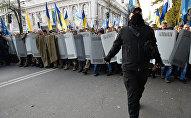 Участники акции протеста у здания Верховной рады Украины в Киеве.
