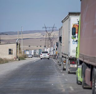 Затор из фур на границе между Кыргызстана и Казахстаном на КПП Ак-Тилек. Архивное фото