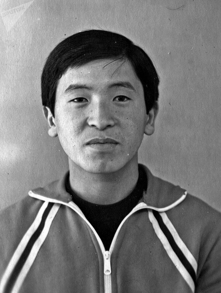 Молодой Сооронбай Жээнбеков