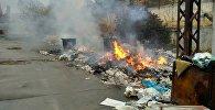 Сжигание мусора в Бишкеке. Архивное фото
