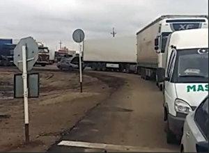 Россиядан КРге келе жаткан 100дөй унаа Казакстандан өтө албай турат. Видео