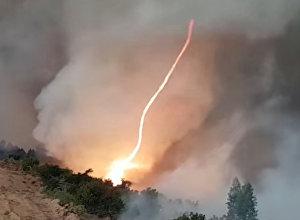 Торнадо из огня — видео редчайшего явления