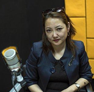 Мамлекеттик миграция кызматынын кайрылмандар менен иштөө бөлүмүнүн башчысы Жыпар Мамбетова маек учурунда