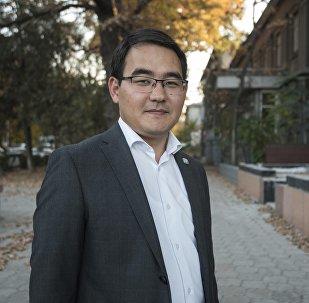 Руководитель пресс-службы правительства Кыргызстана Чынгыз Эсенгулов во время интервью Sputnik Кыргызстан