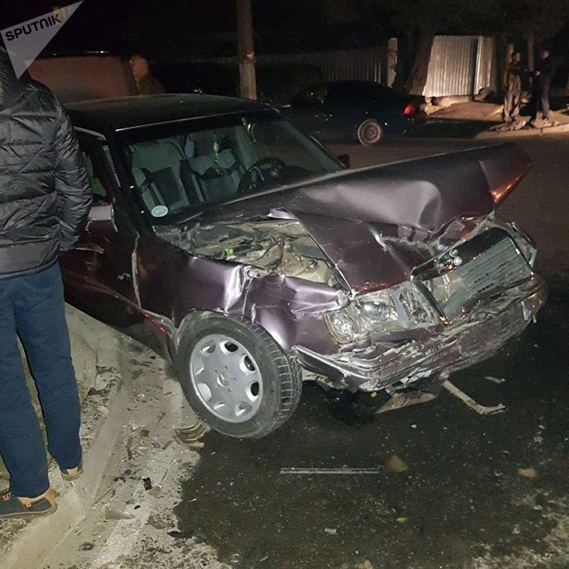 На пересечении улиц Тимура Фрунзе и Тойгонбаева столкнулись автомобили марок Mercedes Benz 230 и Volkswagen Passat B4