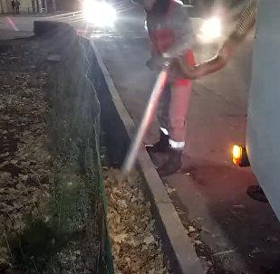 Как по ночам пылесосят улицы Бишкека — очень доброе видео