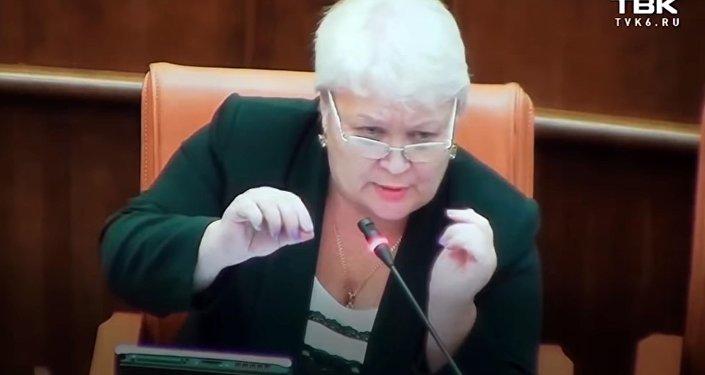 В России депутат призвала коллегу следить за базаром — видео