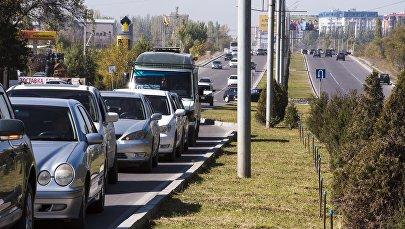 Автомобильное движение по улице Масалиева (Южная магистраль). Архивное фото