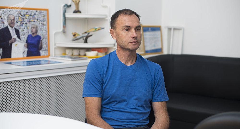 Мастер спорта международного класса по альпинизму Михаил Михайлов во время интервью Sputnik Кыргызстан