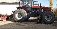 Сильный духом мужчина — как Айтбек, сидя на коляске, собрал мощный трактор