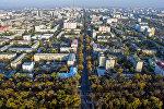 Вид на многоэтажные дома в Молодой Гвардии в центре Бишкека с высоты. Архивное фото