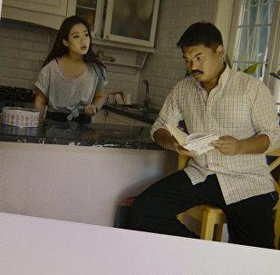Актеры из Жарайт Сити на ролике про любовь через границу. Фото со страницы Instagram пользователя nurs_sultan_