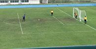 Вратарь побежал праздновать победу, а мяч угодил в ворота — видео