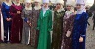 Кыргыз кыз-келиндери Москвада элечек кийип флешмоб өткөрүштү. Видео