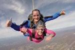 94-летняя старушка прыгнула с парашютом  с самолета