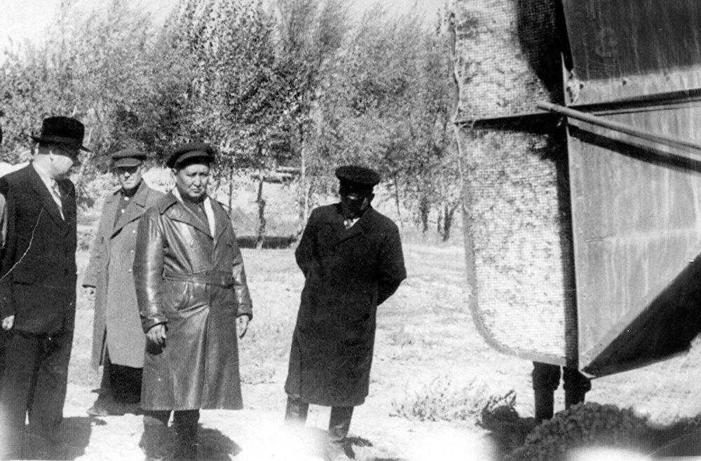 1950-жыл. Исхак Раззаков жана Ош облусунун прокурору