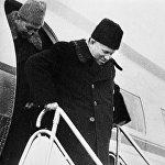 СССРдин биринчи катчысы менен Кыргыз ССРинин биринчи катчысы Фрунзе аэропортунда