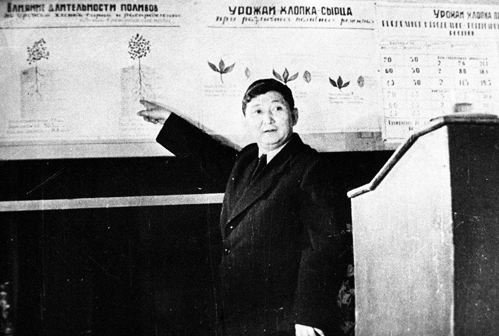 Ал Кыргызстанды башкарып турган маалда ири өнөр-жай ишканалары өндүрүшкө кирген.
