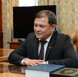 Жогорку Кеңештин төрагасы Дастан Жумабековдун архивдик сүрөтү