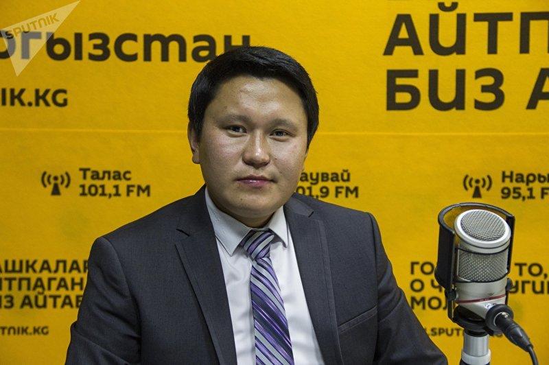 Писатель и акын Бердибек Жамгырчиев во время интервью на радио Sputnik Кыргызстан