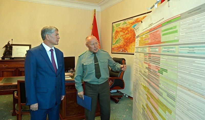Президент Кыргызской Республики Алмазбек Атамбаев принял начальника Генерального штаба Вооруженных Сил страны Асанбека Алымкожоева. 3 августа 2015 года