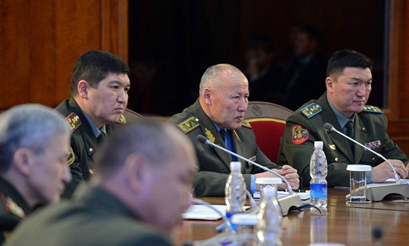Президент Кыргызской Республики Алмазбек Атамбаев подписал Указ о Генеральном штабе Вооруженных Сил Кыргызской Республики и назначил его начальником Асанбека Алымкожоева.