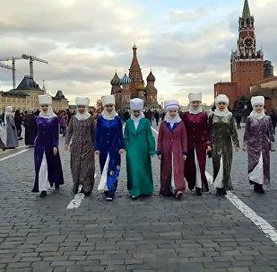 Потрясающие! Впечатления москвичей от кыргызок в национальных костюмах