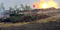 Танк Т-72Б3 на полигоне в Минской области во время совместных стратегических учений Белоруссии и России Запад-2017. Архивное фото
