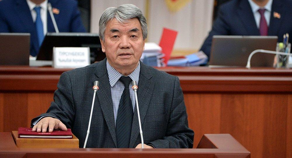 Маданият, маалымат жана туризм министри Түгөлбай Казаковдун архивдик сүрөтү
