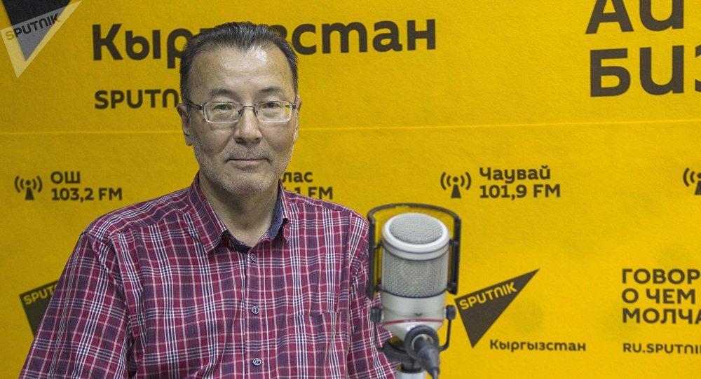 Врач-психиатр Мизирхат Курманалиев маек учурунда